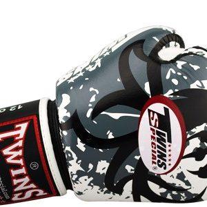 Боксерские перчатки Twins #10